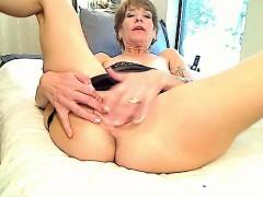 woman amateur coeds oral fingering