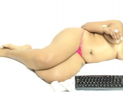 flower-tucci-likes-it-black-and-wet