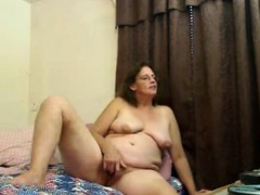 amateur-horny-mature-masturbating-on-webcam