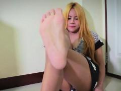 Solo Amateur Tgirl Shows Pedicure Feet