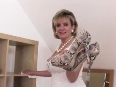adulterous-british-milf-lady-sonia-presents-her-enormous-tit