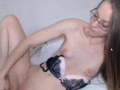 lovelly sexy nerd masturbates muffin