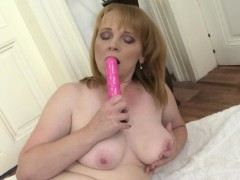 amateur mature lady loves her pink toy Hot