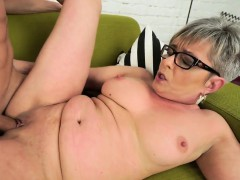bj-loving-grandma-facial