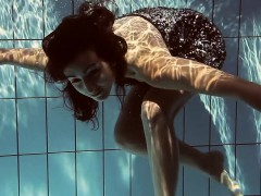 lastova-being-flashy-underwater