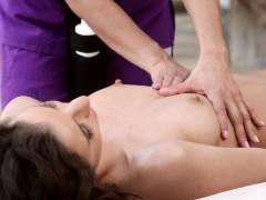 masseuse-lesbian-outdoors