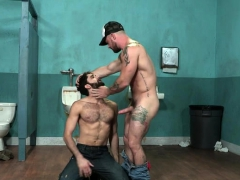 muscle-bear-blowjob-with-facial-cum