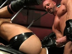 muscle-gay-fetish-and-cumshot