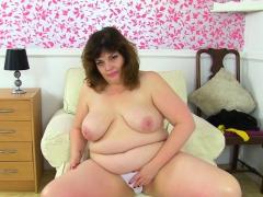 English Milf Sabrina Lets You Enjoy Her Hungry Fanny