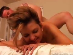 sexy-cougar-fucks-a-lucky-younger-guy