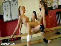 nude-fight-club-presents-white-angel-vs-leyla-black
