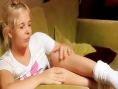 18yo-innocent-cheerleader-rubbing-pussy