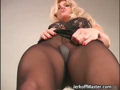 amazing-blonde-milf-with-great-body-part1