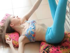 superskinny-doll-glamour-stripping