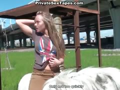 hot-blowjob-in-the-park-bench