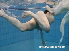 andrea-shows-nice-body-underwater