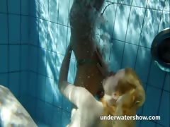 zuzanna-and-lucie-playing-underwater