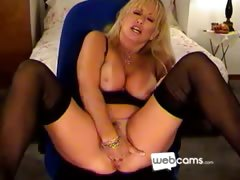 hot-blonde-cougar-masturbates-on-her-cam
