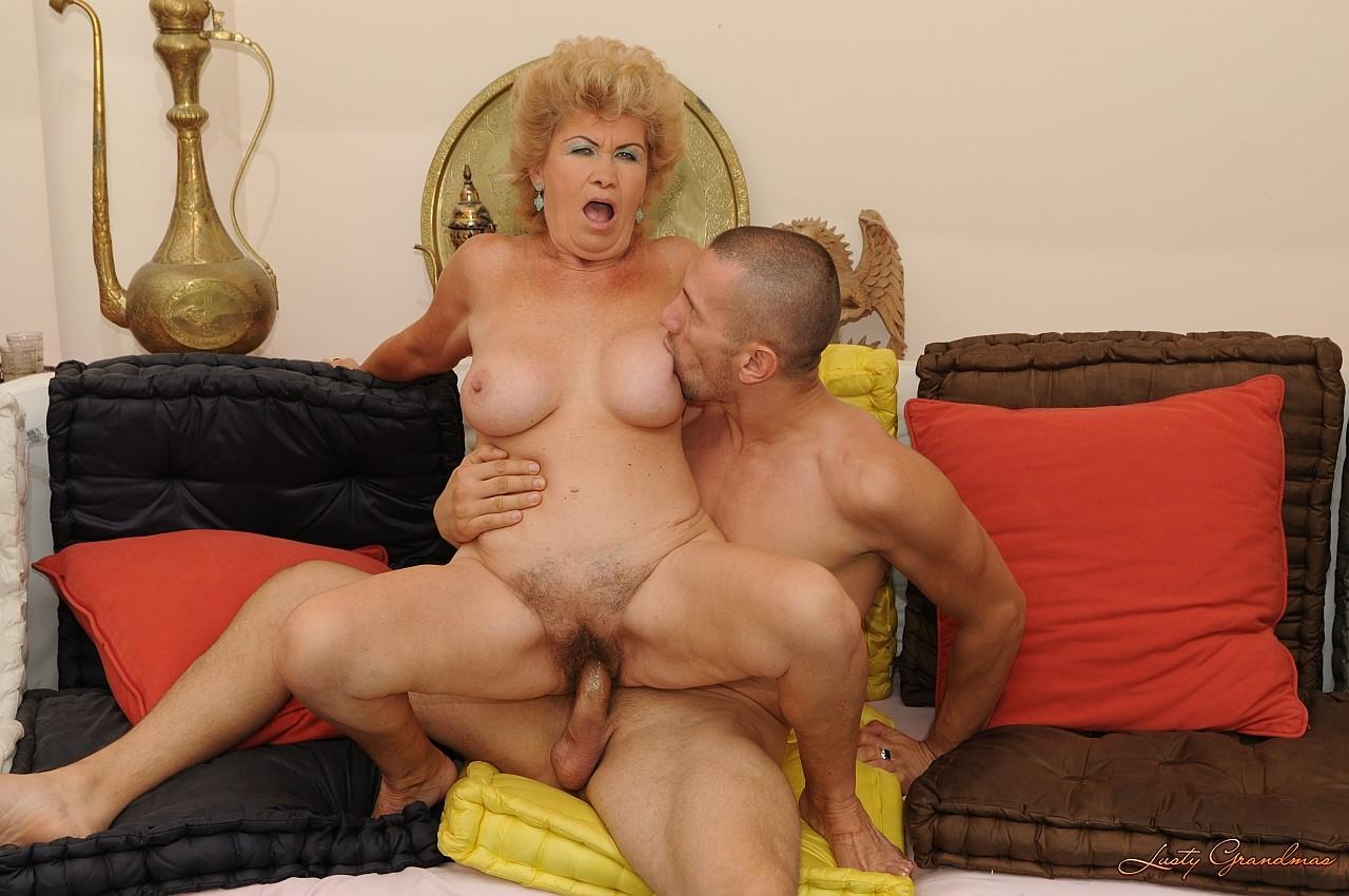 старые бабушки занимаются сексом
