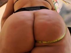 Slut Shows Off Huge Booty Pov