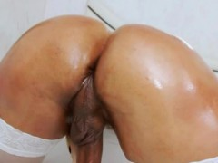 Voluptuous Shemale Thalya Brazil Looks So Hot On Her Solo
