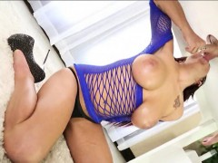 Busty Masseuse Lylith Lavey Milks Cock Under The Table