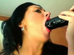 amateur-russian-slut-toys-with-herself