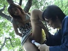 naughty-japanese-girl-in-the-forest