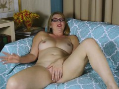 Chele Gets Turned On And Touches Her Sexy Pussy