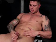 Tattooed Muscular Hunk Masturbates During Workout