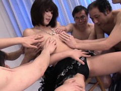 little-asian-doll-is-the-star-of-a-blowbang