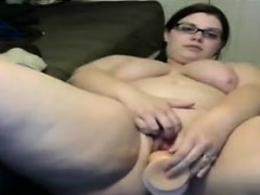 fat-nerd-masturbating-with-her-dildo