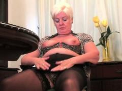 British Milf Amy Fulfills Her Honey Pot's Cravings