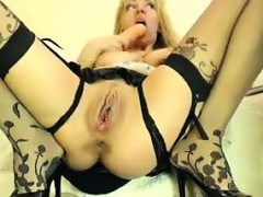 blonde-whore-plays-with-her-pussy