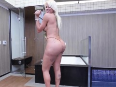 Teasing Tgirl Amateur Showing Off Her Booty