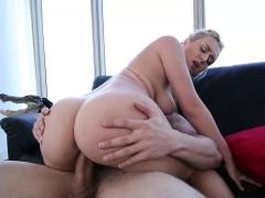 Мужик отдал жену друзьям ебать в жопу порно видео
