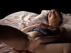 Порно кончают бурной струей