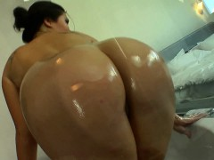 Busty Asian Babe Fingering Her Pussy In The Bath