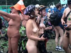 nude-bike-riders-and-those-around-them-are-filmed-au-natura