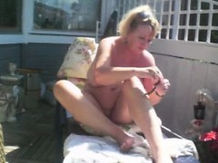 goldenpussy-shaving-outdoors