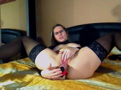 shaped-milf-provides-grounds-to-jerk-off-to-us
