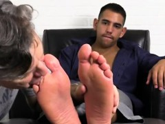 pics-boys-hairy-legs-free-gay-jake-torres-gets-foot-worshipe