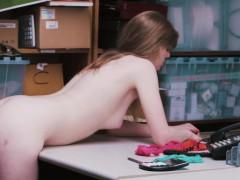 Порно телок в униформе