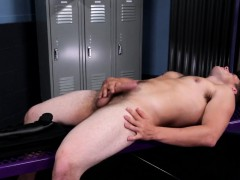 Amateur Jock Tugging His Dick In Lockerroom