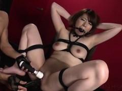 reika-ichinose-enjoys-having-sex-in-rough-bondage-show