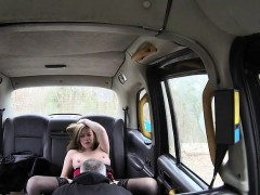 blonde-lady-makes-love-inside-the-taxi