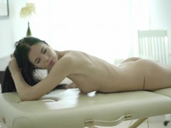18 virgin sex – monster surprise for a naked and relaxed client
