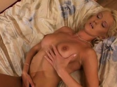 blonde-spreads-her-legs-for-a-dildo-pussy-play