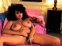 busty-retro-babes-from-1977