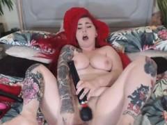 Hottie Babe Deepthroating And Fucking Dildo On Cam